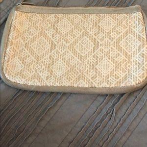 Handbags - Straw and gold wristlet
